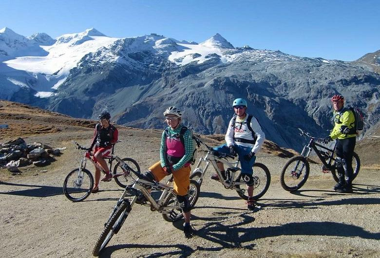 mountainbike-gruppe-stilfserjoch