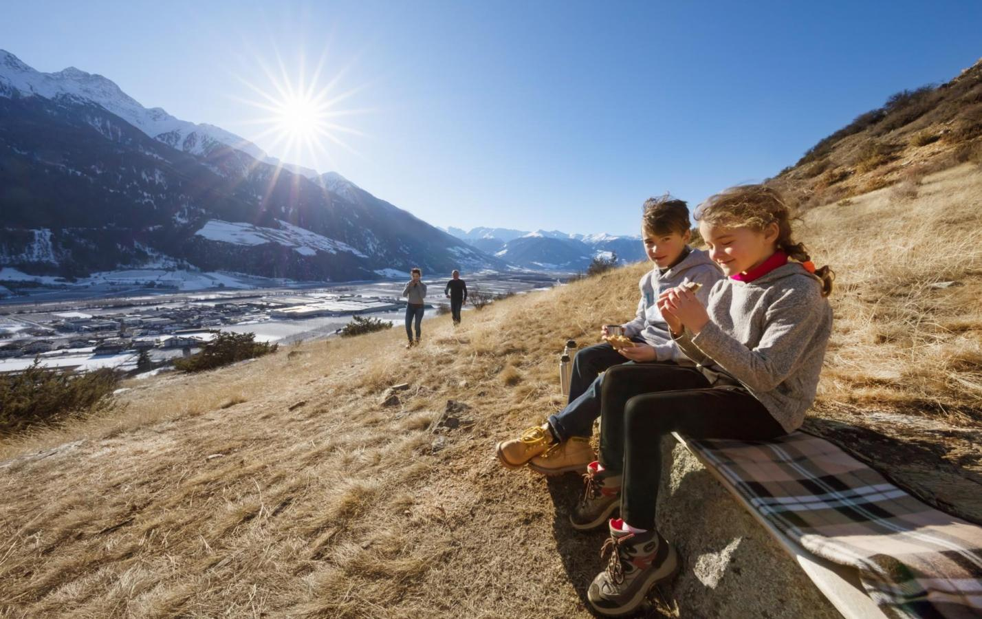 landschaft-winter-familie-sonnenberg-idm-fb